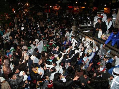 2008年2月4日「群がる人々」