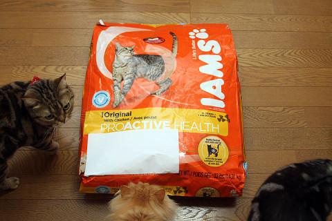 2012年4月15日 アイムス成猫用チキン14.9kgを開封